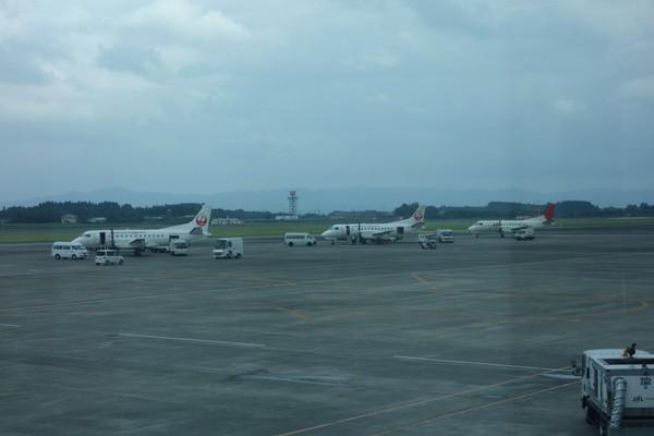 鹿児島空港に駐機するJACのSAAB340B型機