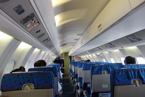 SAAB340B型機の機内の様子