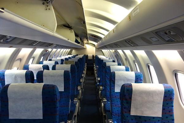 SAAB340B型機の機内の正面画像