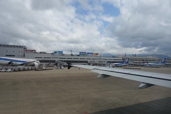スターフライヤー機内から眺めた福岡空港