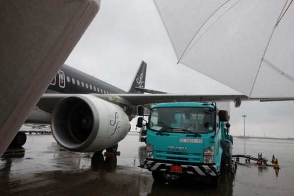 沖止めスポットに到着した搭乗機のスターフライヤーA320型機