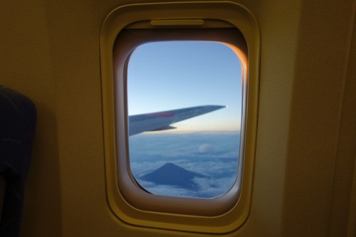 窓枠と富士山を絡めたショット