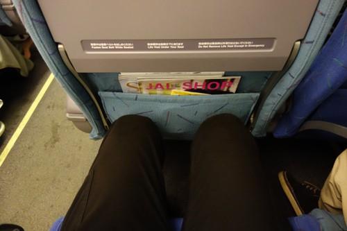 JALのB767-300型機の普通席の足元の広さ