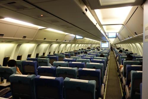 空席が目立つ機体後部からの機内