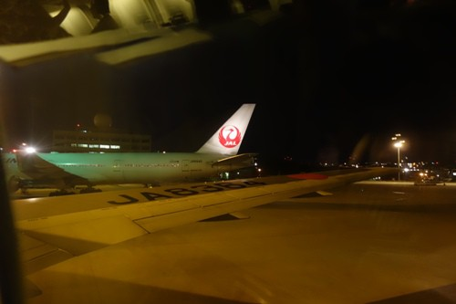 夜の那覇空港到着時の景色