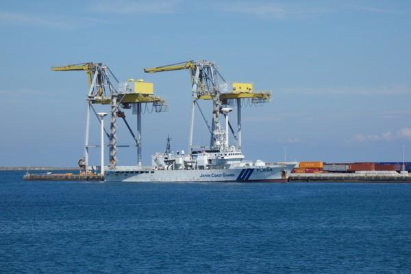 那覇・泊港に停泊していた海上保安庁の巡視船PLH-04「うるま」