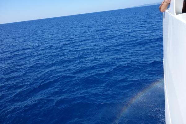 那覇沖の真っ青な海の様子