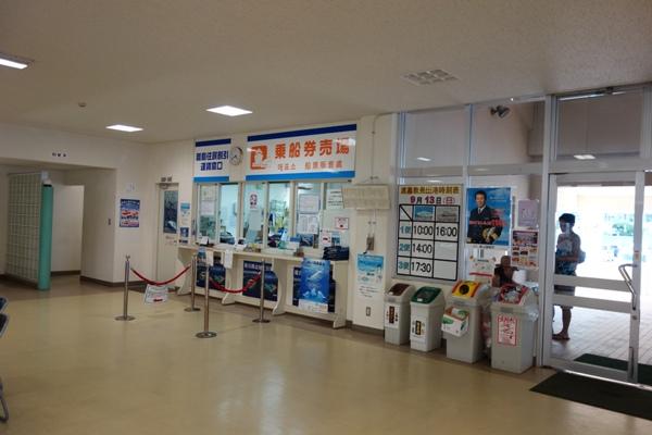 渡嘉敷港のフェリーのチケット売り場