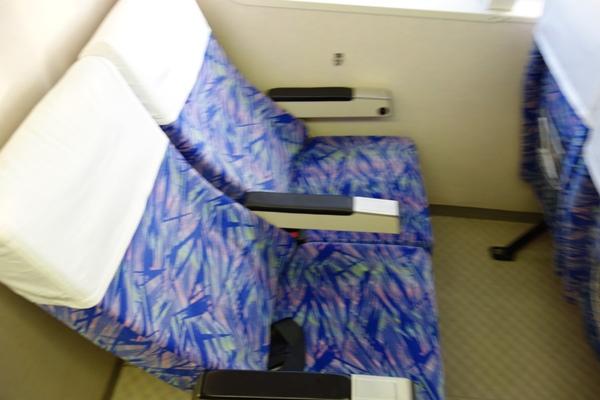 マリンライナーとかしきの簡易的な構造の座席