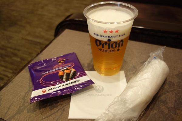 那覇空港のサクララウンジ限定のオリオンビールとおつまみ