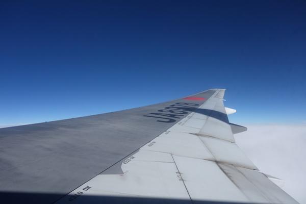 B777型機の翼の上の景色