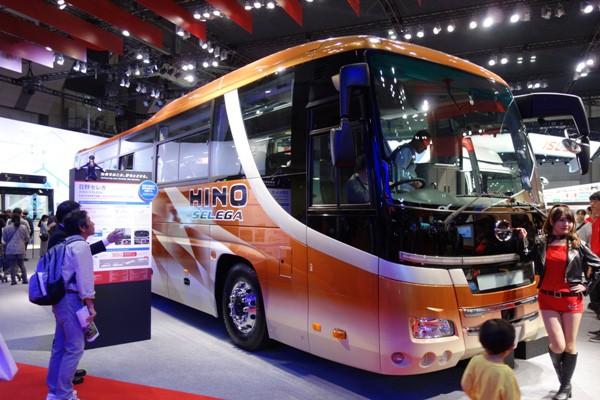 日野の大型バスのセレガ