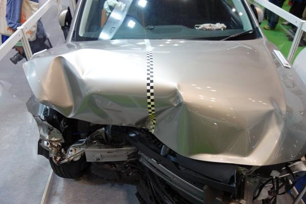 レガシィアウトバックの衝突実験車