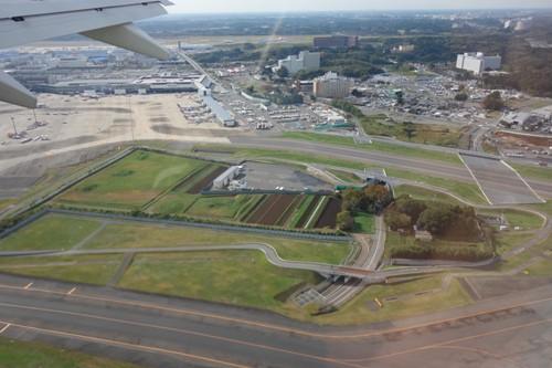 成田空港敷地内に存在する成田空港反対派の土地(畑)