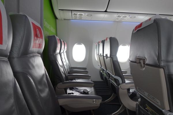 空席だらけの機内