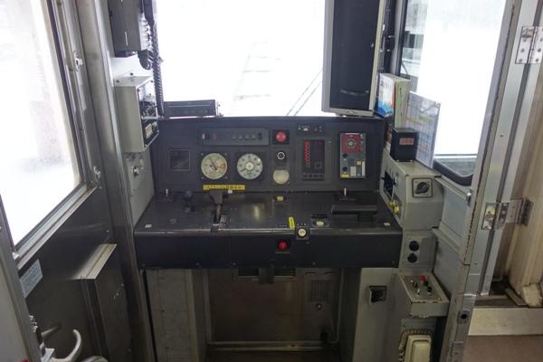 ET127系の運転席