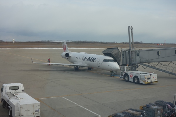 搭乗機のJ-AIRのCRJ200型機(JA206J)