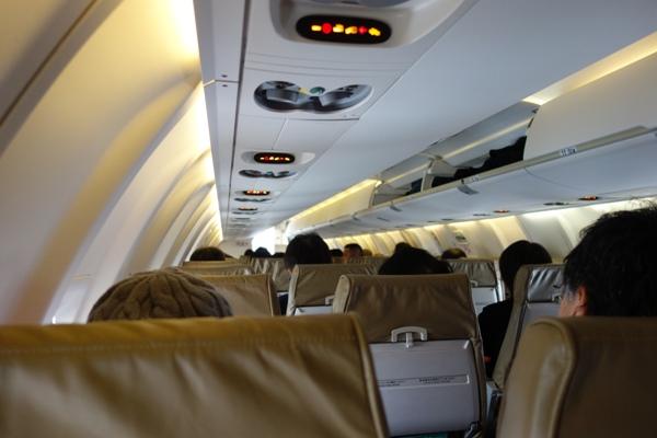 J-AIRのCRJ200の機内の様子