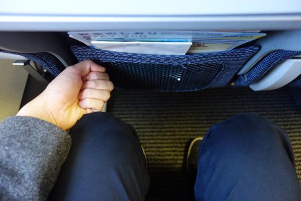 エアドゥのB767-300型機の他社大手と変わらない座席の足元の広さ