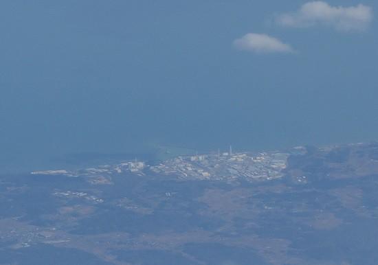 上空より見えた福島第一原子力発電所
