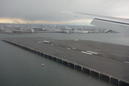 羽田空港着陸時に見えた海上のD滑走路