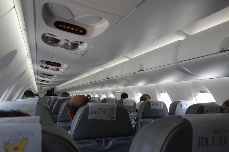 CRJ700型機の機内の様子