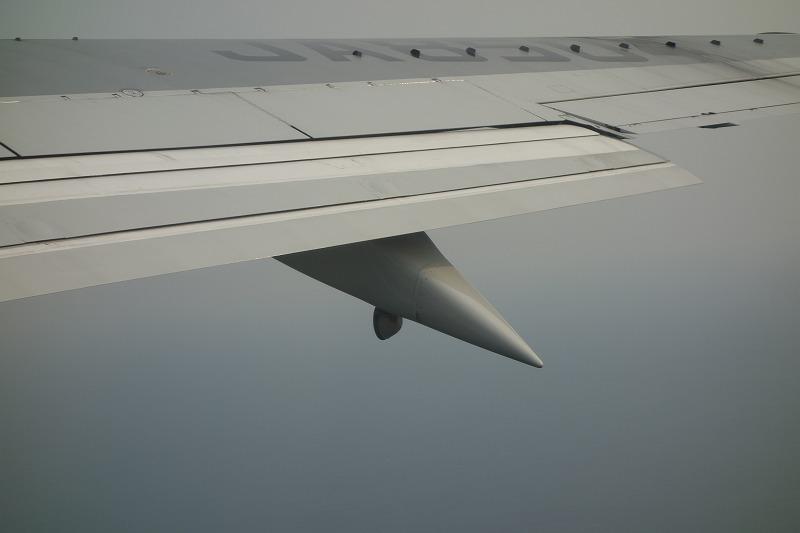 フラップ下部に装備された着陸灯展開時の様子