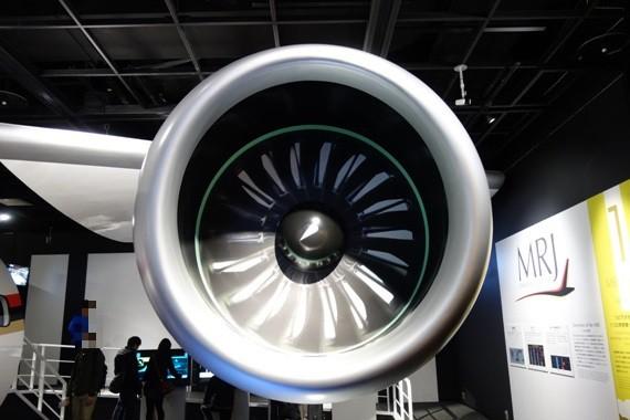 実機と同等サイズのMRJのエンジンモックアップ