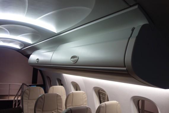 MRJの実機と同サイズの荷物棚