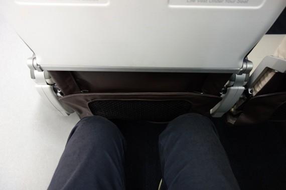 MRJの実機と同等の座席の足元の広さ
