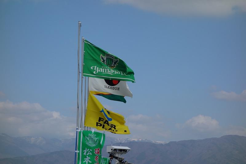 各チーム・スポンサーの旗