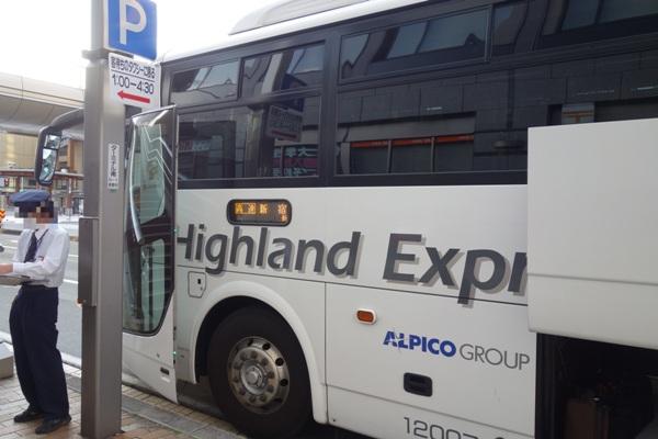 長野駅にて乗車したアルピコ高速バスの車両