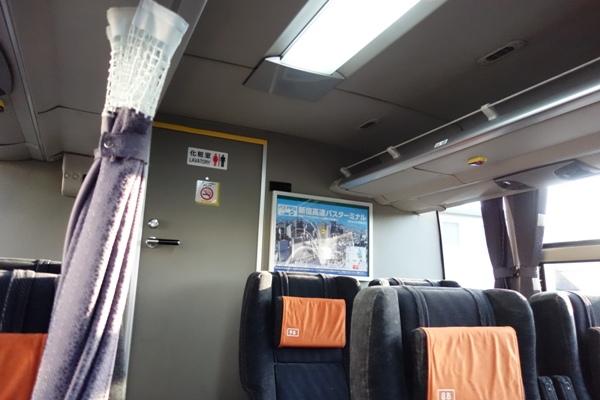 アルピコ高速バス3列シート車両の車内最後部のトイレ