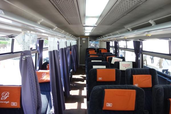 アルピコ高速バス3列シート車両の車内