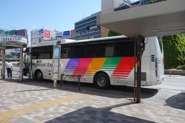アルピコ高速バス3列シート車両の三菱エアロリース