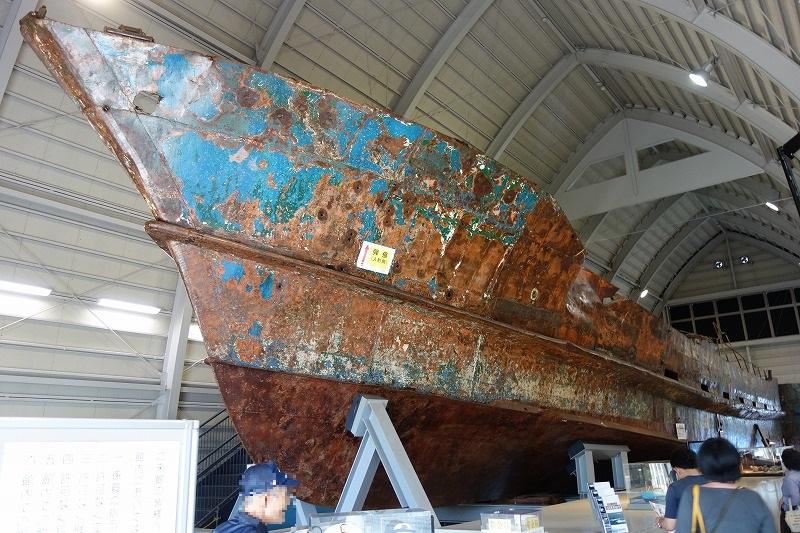 陸揚げされた北朝鮮の工作船
