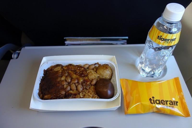 タイガーエア台湾の中華おこわの機内食