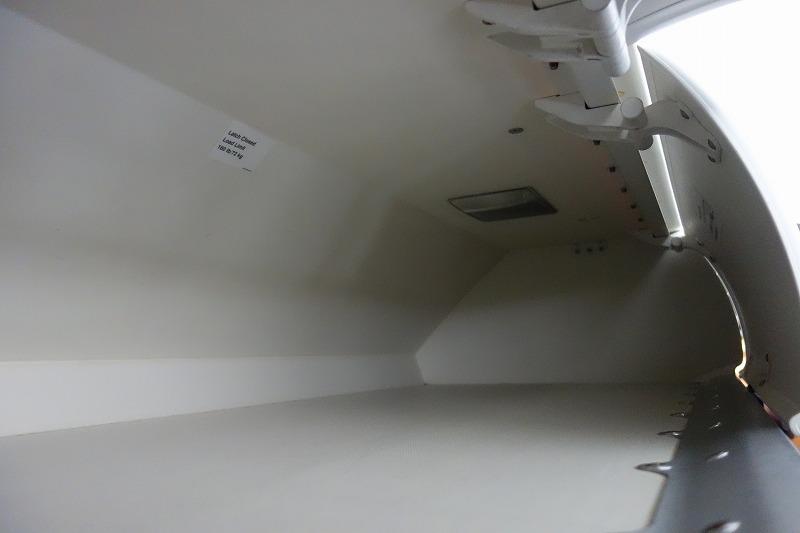 B737型機の荷物棚