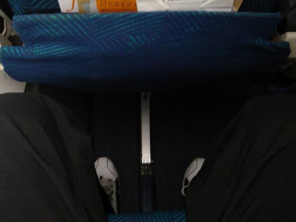 バンコクエアウェイズのATR72の座席の足元の広さ