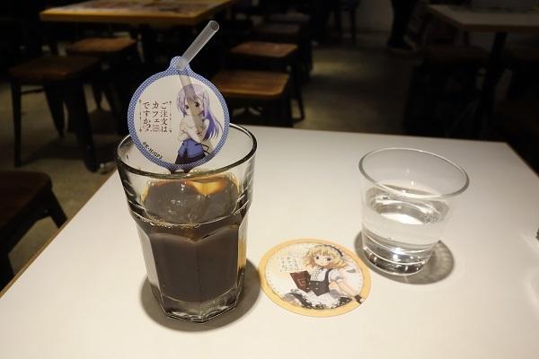 事前予約特典のアイスコーヒー&コースター