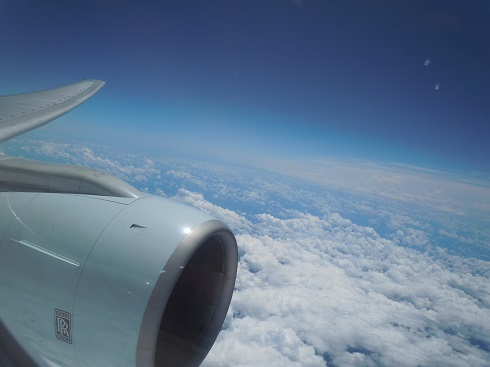 機内より見えるロールス・ロイス製のB777-300のエンジン