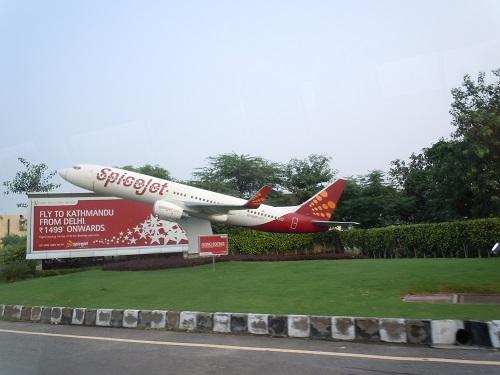 インディラガンディー国際空港に設置されたスパイスジェットのB737のモニュメント