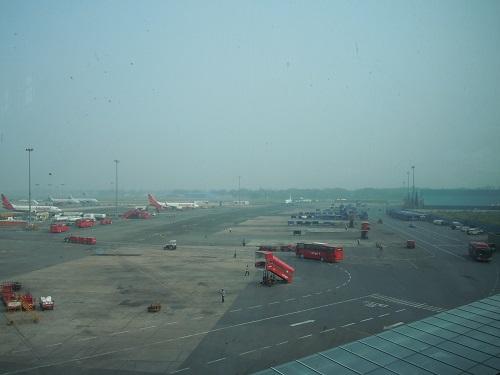 インディラガンディー空港国内線ターミナルの駐機場の様子