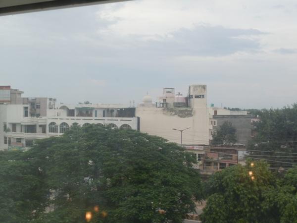 ホテルの客室から見えたタージマハルの一部