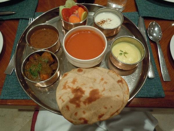 ホテルにて食べた夕食のインドカレーセット