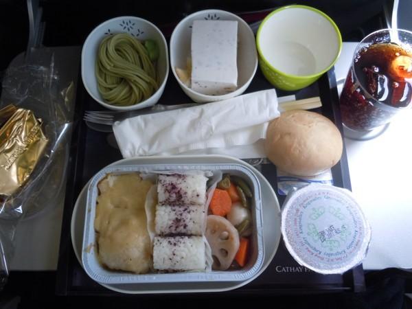 ゆかりご飯が目を引く和食の機内食