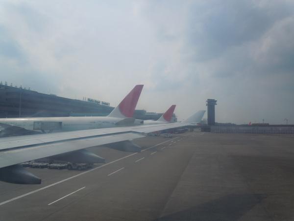 成田空港到着時の第2ターミナルの景色
