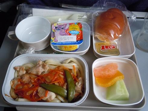 羽田=北京路線で提供されたヌードルの機内食