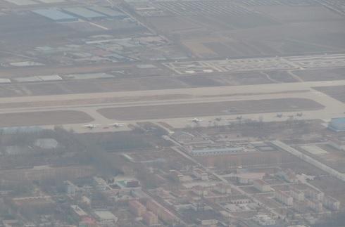 中国軍基地に駐機する中国軍の輸送機