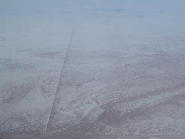 ロシア上空で見たパイプラインのような直線状の何か